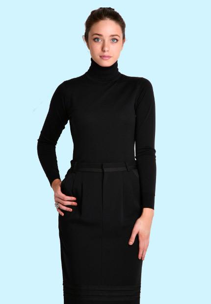 Деловой стиль можно дополнить пиджаком, в этом случае водолазка смягчит образ, заменив более строгую рубашку.