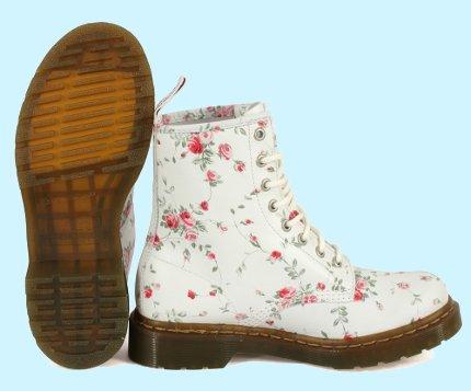 Мартинсы женские - модная обувь.