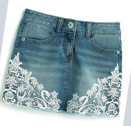 джинсовая юбка с кружевами: