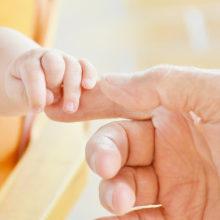 Колики у новорожденных — что делать, симптомы, лечение