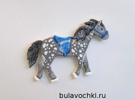 лошадка-магнит на холодильнике