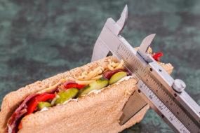 Как сжечь жир на животе девушке в домашних условиях