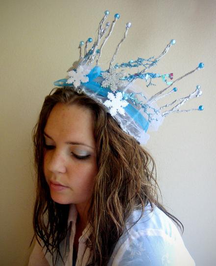 Как сделать корону своими руками видео из картона
