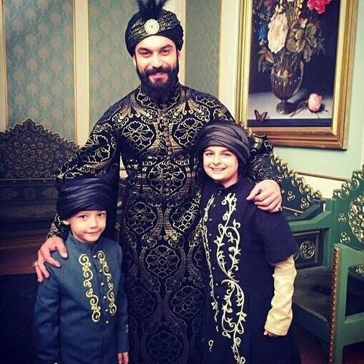 Махмуд с детьми