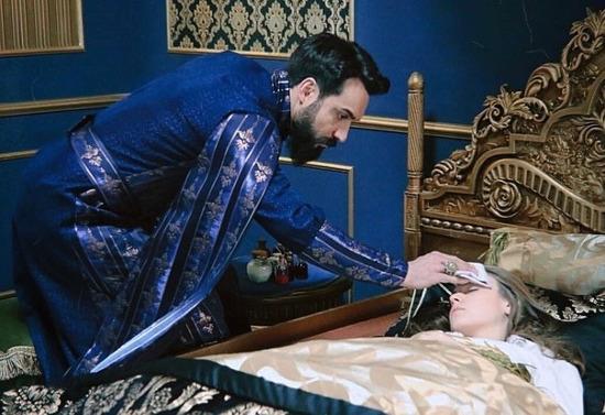 Махмуд ухаживает за Анной