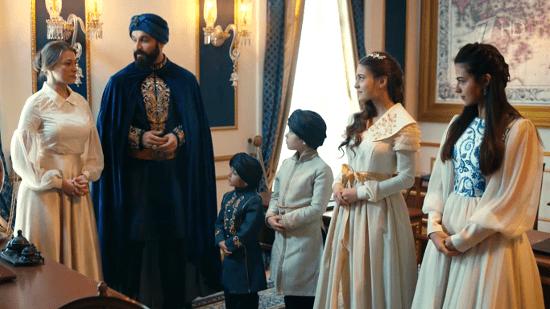 Султан Махмуд с детьми