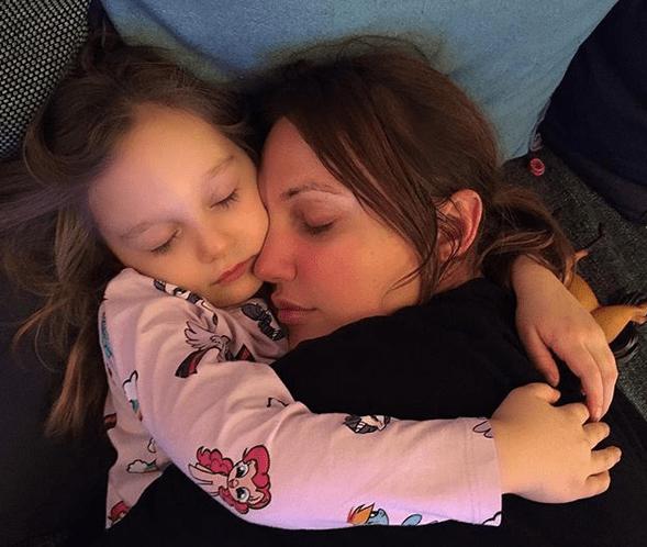 Мерьем Узерли с дочерью Ларой