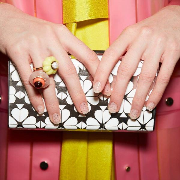 Ногти, покрытые прозрачным лаком