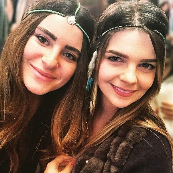 Пелин Карахан с сестрой