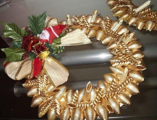 новогодний венок из макарон