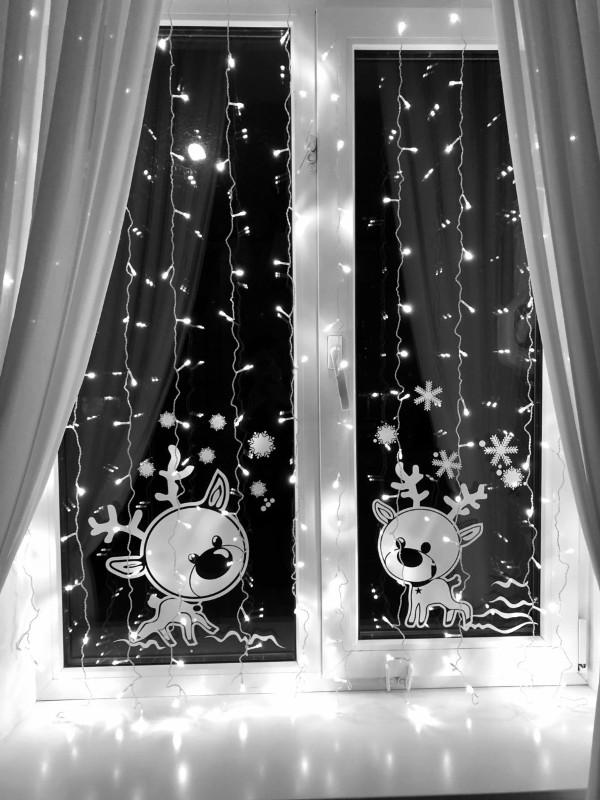 Новогодние наклейки на окнах