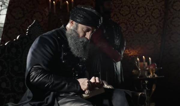 Сулейман читает письмо Мустафы