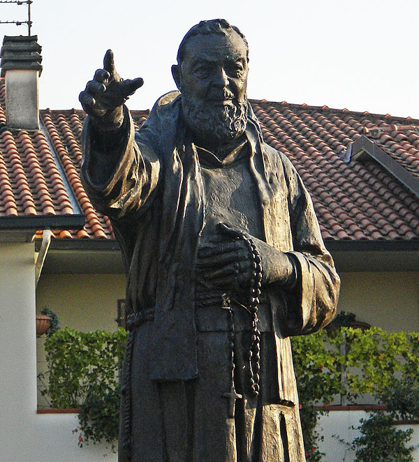 Статуя Падре Пио