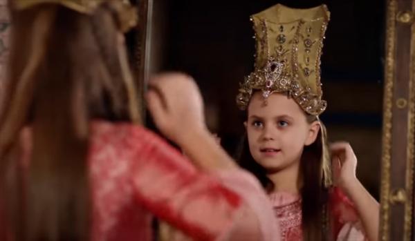 Михримах в короне Хюррем