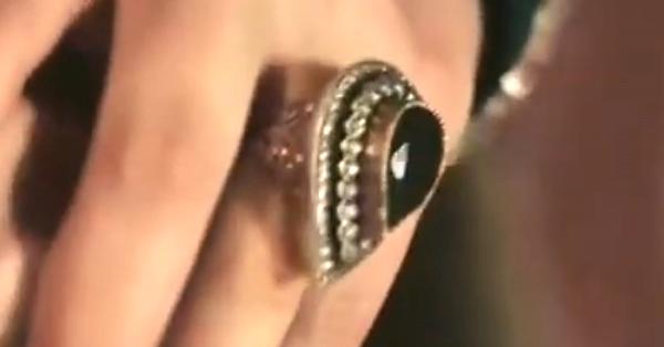 Кольцо на пальце Кёсем