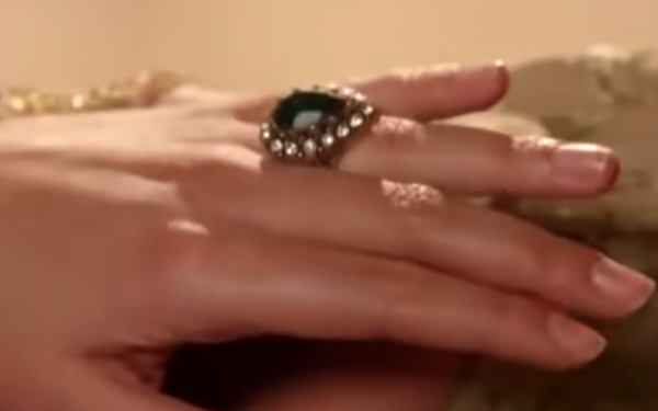 Кольцо Хюррем на никахе с Сулейманом