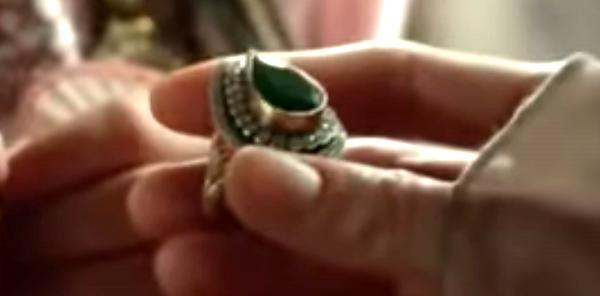 Кольцо в руках дочек Нурбану