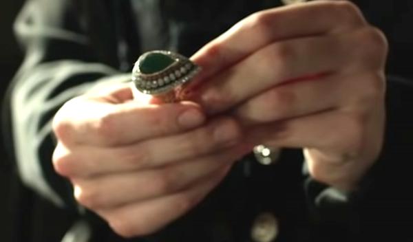 Кольцо в руках Нурбану