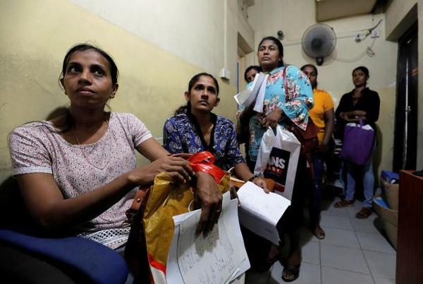 Женщины в очереди к врачу